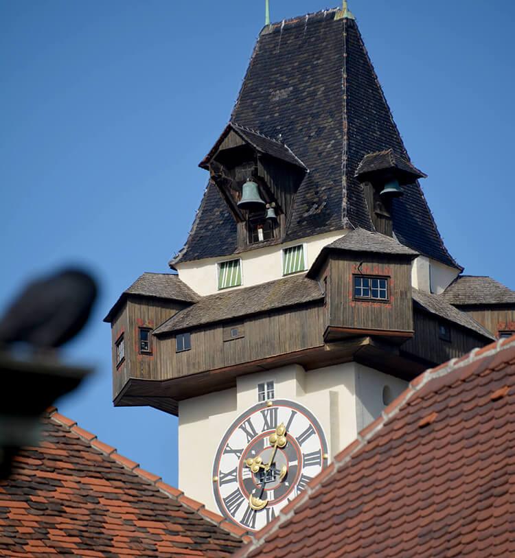 Vom Hauptplatz gut zu sehen: Der Grazer Wahrzeichen, der Uhrturm