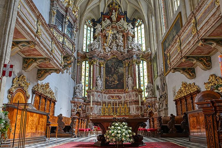 Der Altar des Grazer Doms