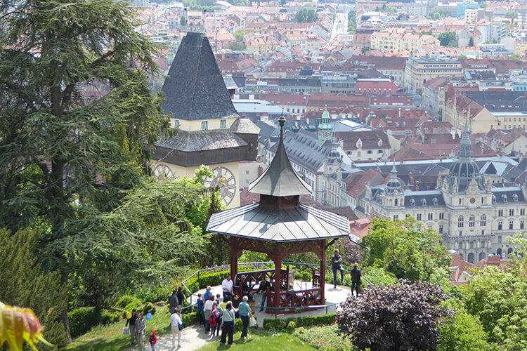 Chinesische Pavillon, Uhrturm, das Grazer Rathaus und das Landhaus von oben