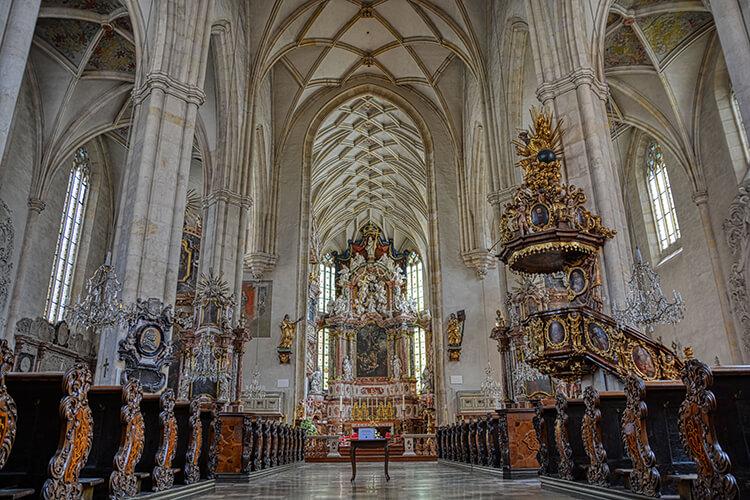 Der Grazer Dom innen - HDR Bild