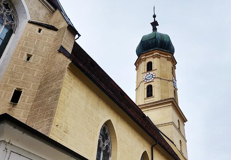 Franziskanerkirche vom Franziskanerplatz aus fotografiert