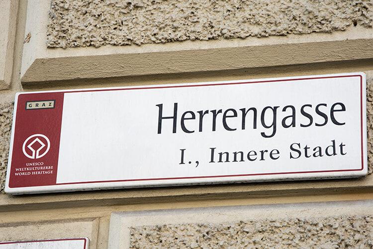 Herrengasse Graz - Straßenschild am Rathaus