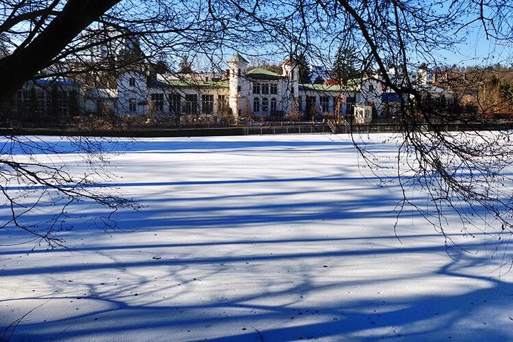 Der Hilmteich und das Hilmteichschlössl im Winter
