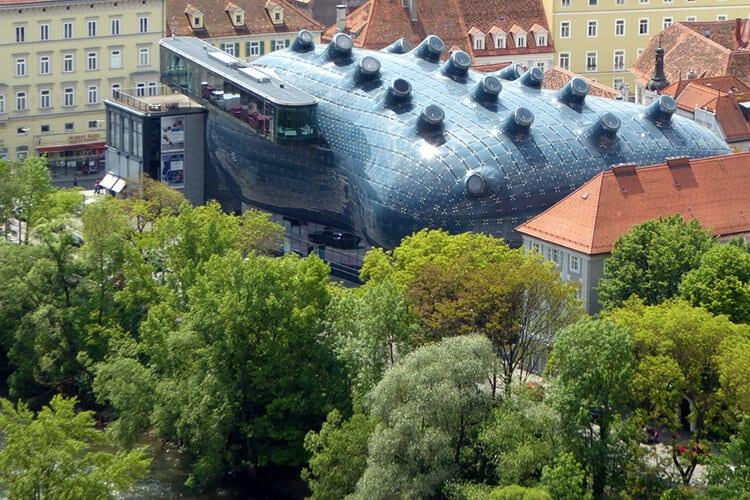 Das Kunsthaus Graz vom Schlossberg aus fotografiert