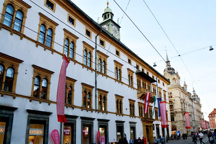 Das Landhaus und das Rathaus von der Herrengasse aus fotografiert