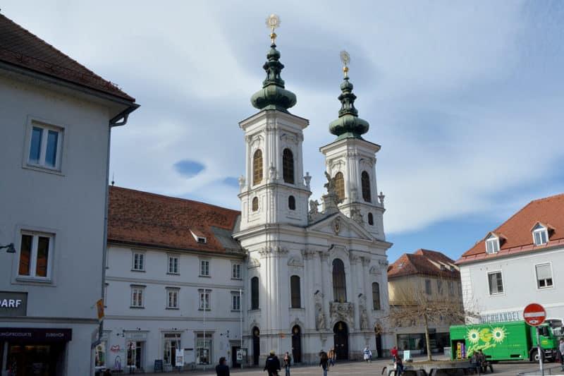 Die Grazer Mariahilfer Kirche bei Tag