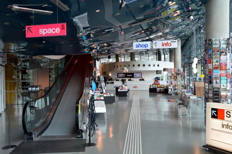 Das Grazer Kunsthaus von innen - unterste Etage Eingangsbereich