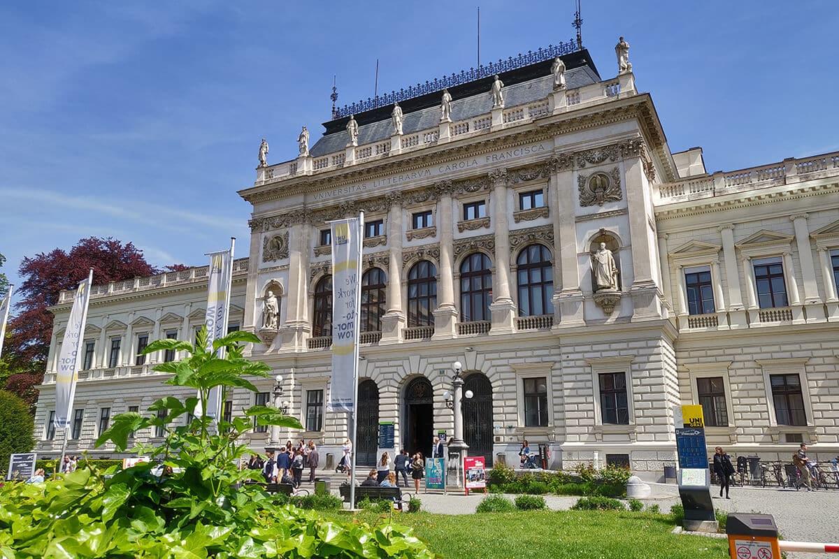 Die Grazer Uni von vorne