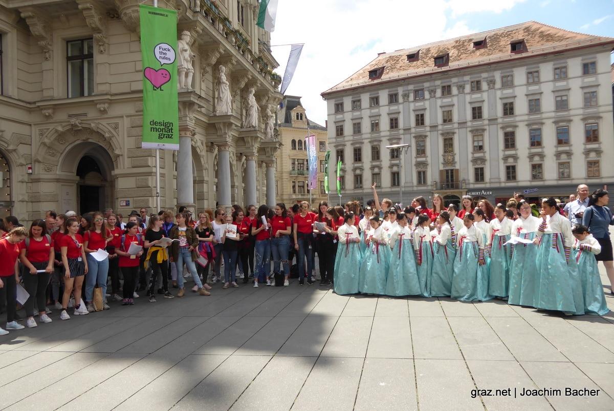 voices-of-spirit-graz-2019-flashmob-hauptplatz_02