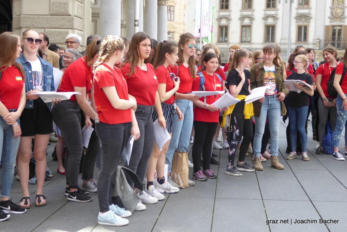 voices-of-spirit-graz-2019-flashmob-hauptplatz_03