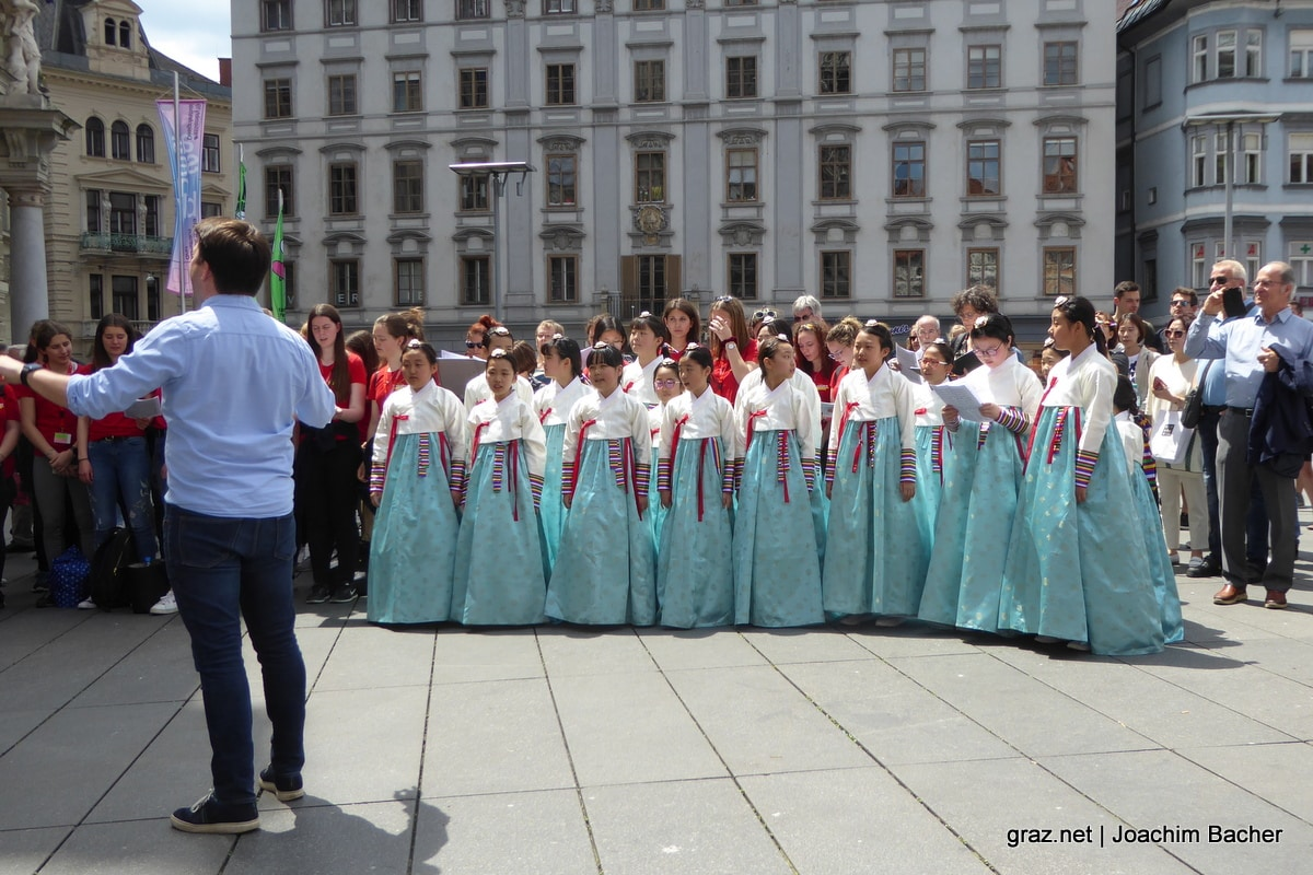 voices-of-spirit-graz-2019-flashmob-hauptplatz_04