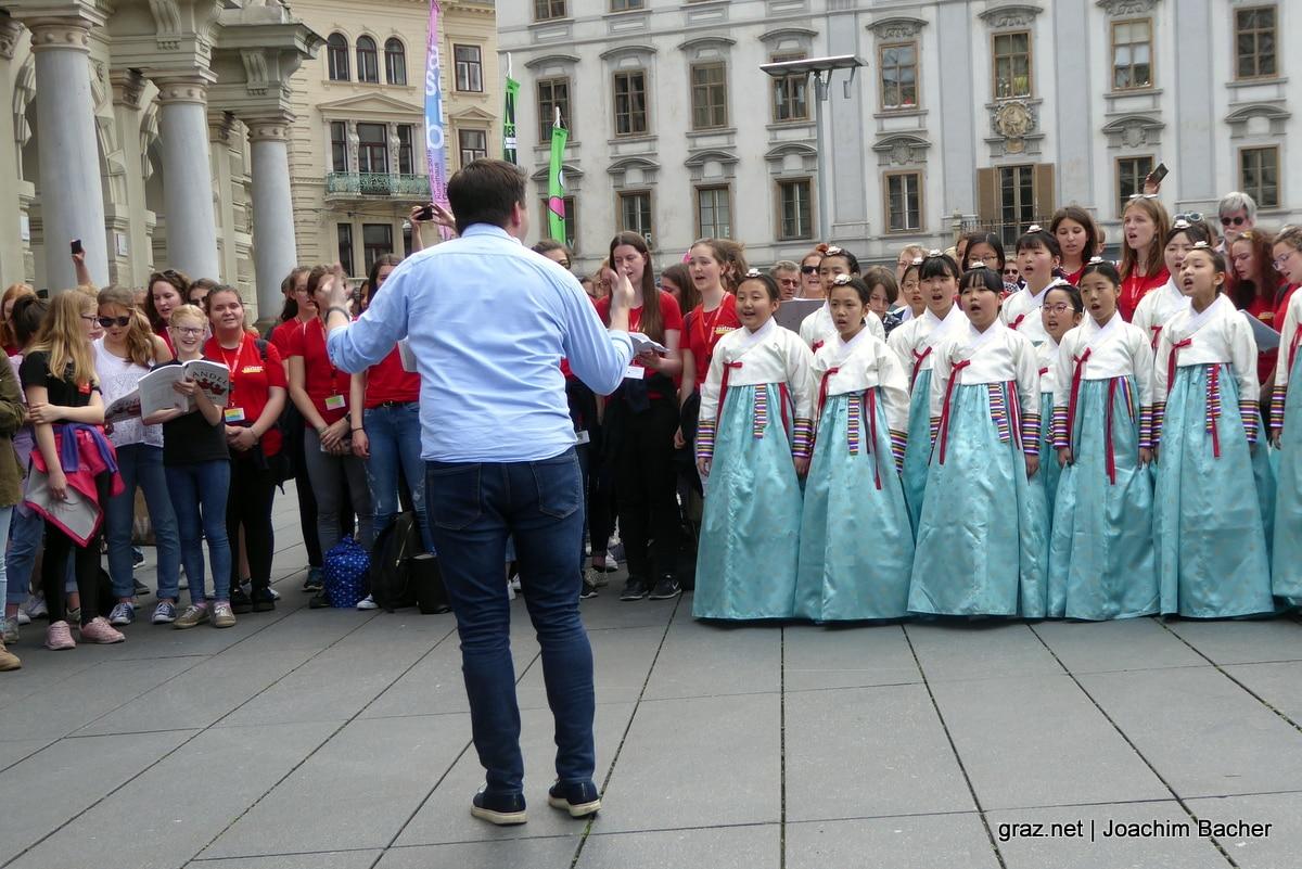 voices-of-spirit-graz-2019-flashmob-hauptplatz_07