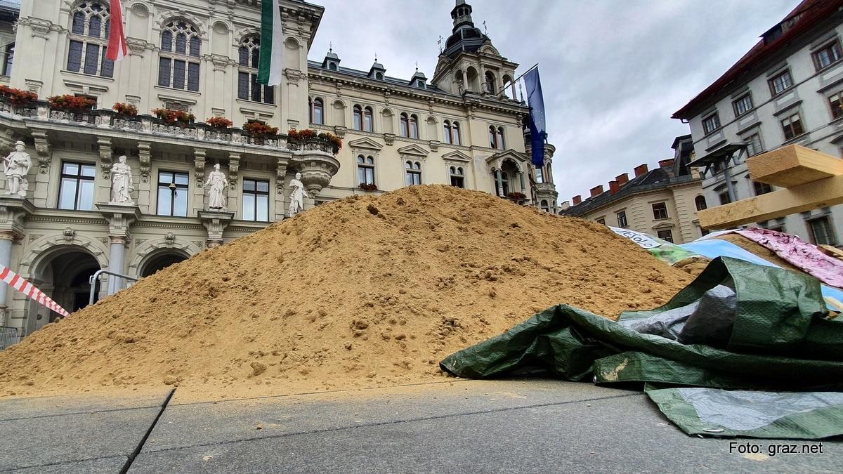 sandskulpturen-hauptplatz-graz-entstehen_4