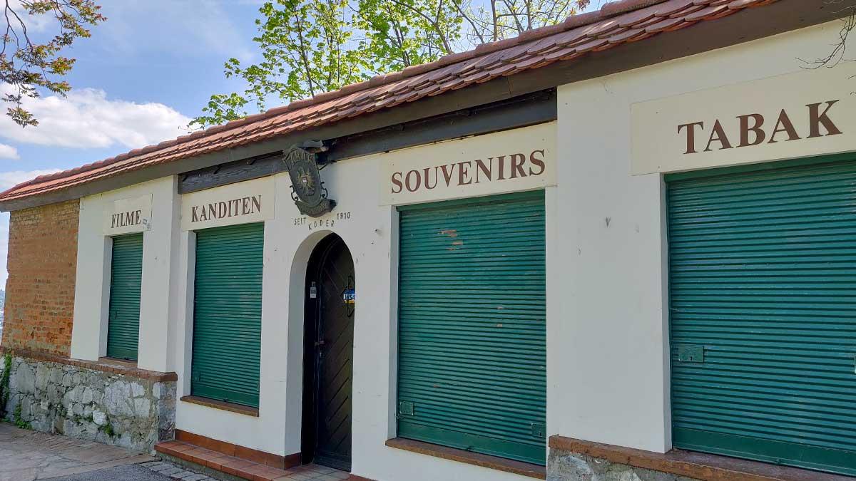 souvenier-shop